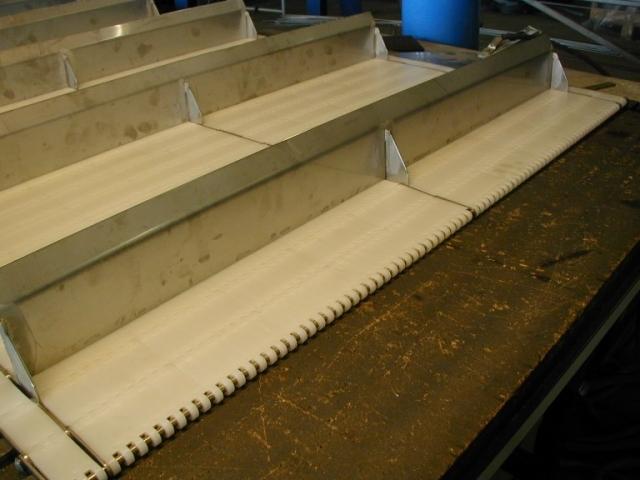Medbringer i rustfrit stål plade til montering i både modulbånd og krogbånd